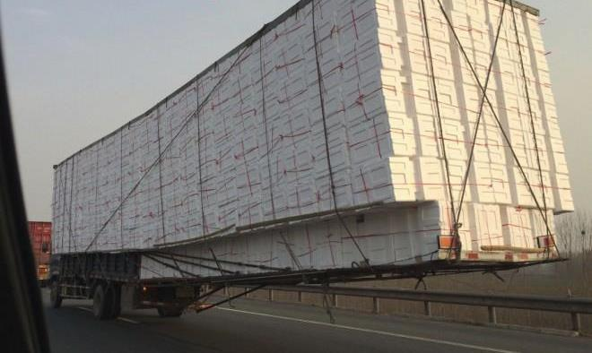 china-truck-overhang-1